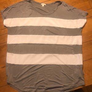 Gap gray and white shirt